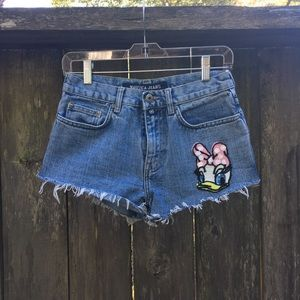 Pants - Daisy Duck shorts